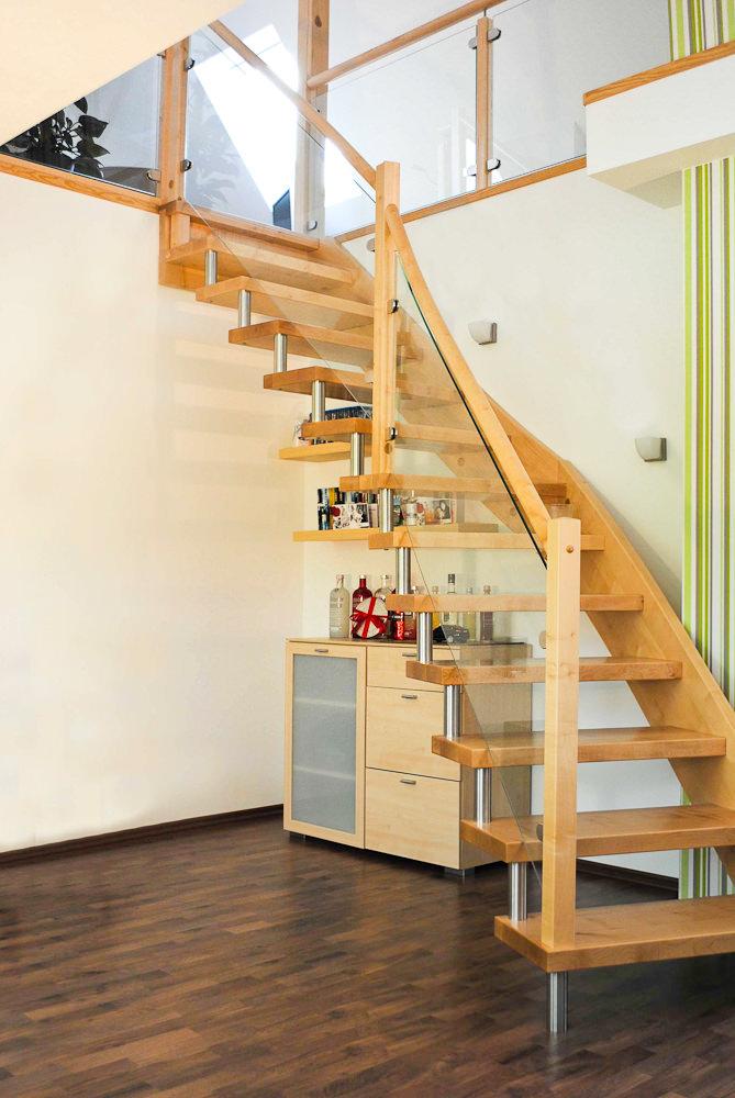 Treppengeländer Innen Holz Und Glas ~ Bolzen Wangen Treppe, Geländer und Brüstung mit Glasfüllungen